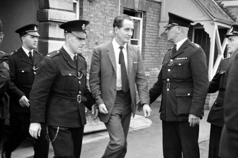 Ronnie Biggs 10th September 1963 outside court-1775246